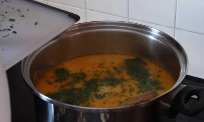 готовый суп с зеленью