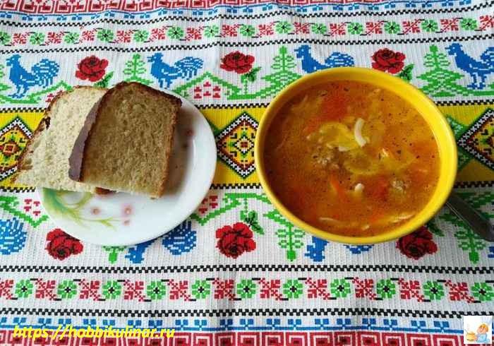 готовый суп в тарелке
