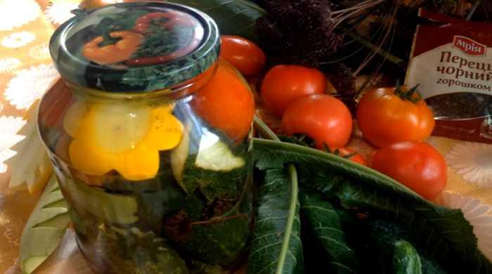 Ассорти из помидор, огурцов, кабачков