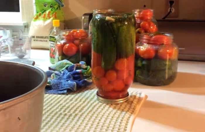 перевёрнутая банка с овощами