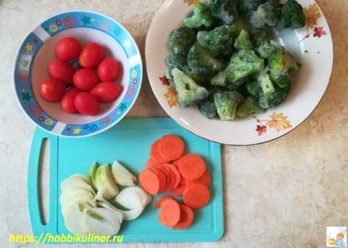 порезанные морковь и лук