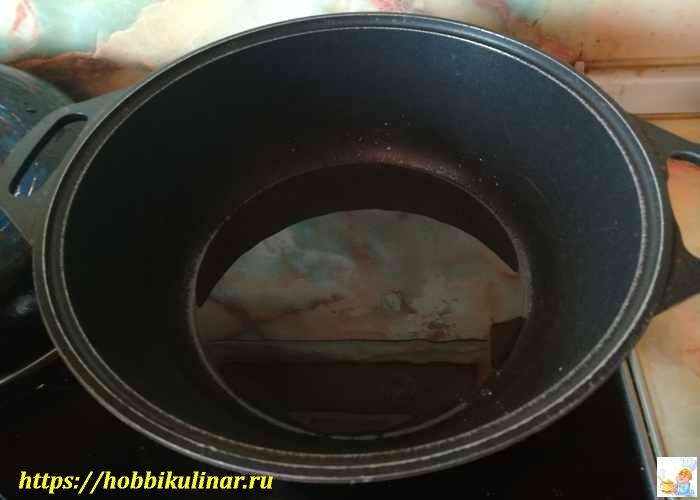 масло в сковороде