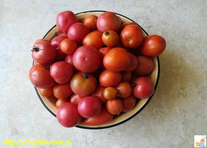 помидоры в тазу