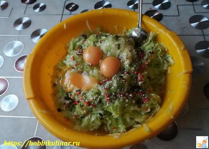 яйца в кабачках