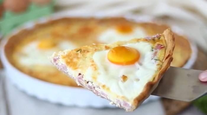 Яичный пирог с ветчиной