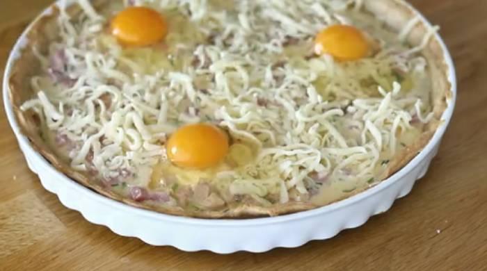 добавляем сыр, яйца