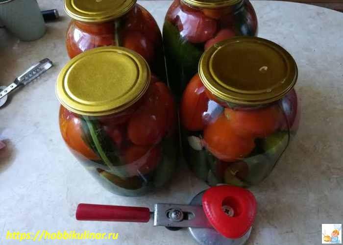 ассорти из помидоров и огурцов