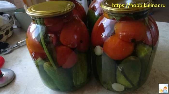 ассорти из огурцов с помидорами