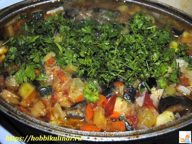 овощное рагу в миске