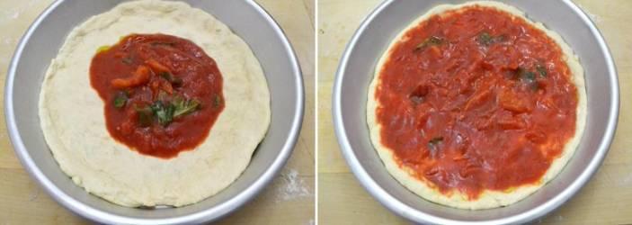 смазываем пиццу томатом