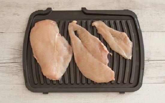 нарезанная куриная грудка