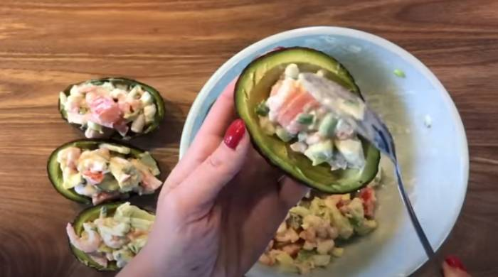 раскладываем в авокадо
