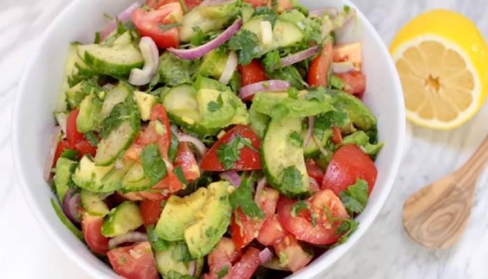 салат с авокадо помидорами и огурцами