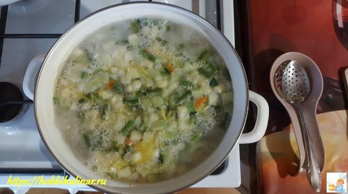 суп в кастрюле