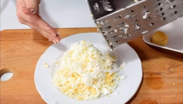 тёртые яйца
