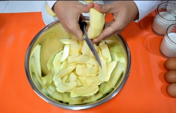 режем яблоко